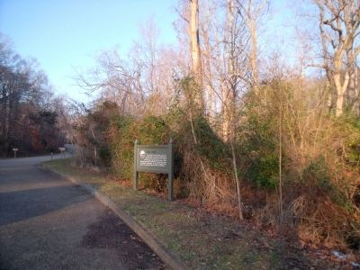 Mill Dam Marker on the Colonial Parkway image. Click for full size.