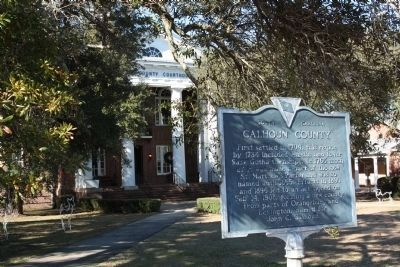 Calhoun County Marker and Courthouse image. Click for full size.