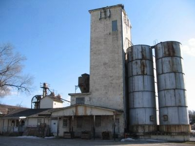 Grain Storage Buildings Photo, Click for full size