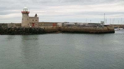 Howth Harbour Lighthouse image. Click for full size.