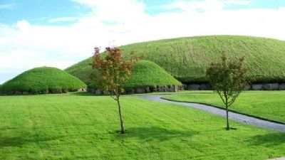 Knowth Great and Lesser Mounds image. Click for full size.