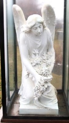 Washington Cemetery Grave Statuary image. Click for full size.