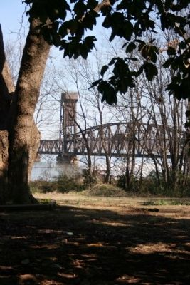 Site of the Pontoon Bridge Crossing next to the current Railroad Bridge image. Click for full size.