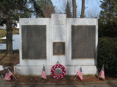 Plymouth Veterans Monument Photo, Click for full size