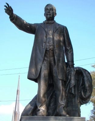 George Davis Statue Photo, Click for full size
