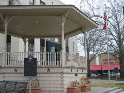Maifest Marker near bandstand and courthouse image. Click for full size.