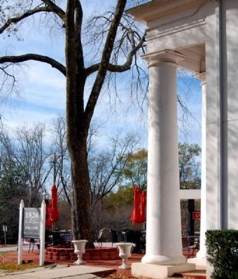 Farmers Hall Portico Photo, Click for full size