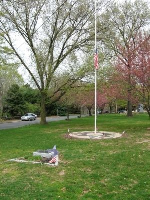 Wallingford Veterans Memorial Flagpole image. Click for full size.