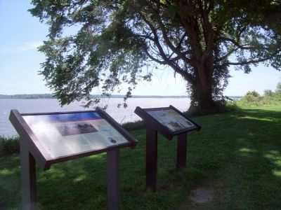 Westover Plantation Markers (facing upriver) image. Click for full size.