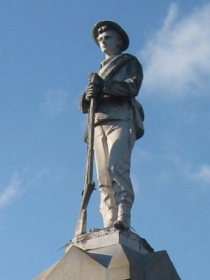 Statue of Confederate Soldier atop the Memorial image. Click for full size.