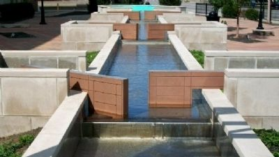 Port Middletown Plaza Water Feature Photo, Click for full size