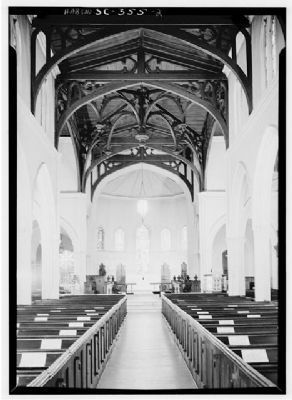Trinity Episcopal Church, NAVE, looking toward alter image. Click for full size.