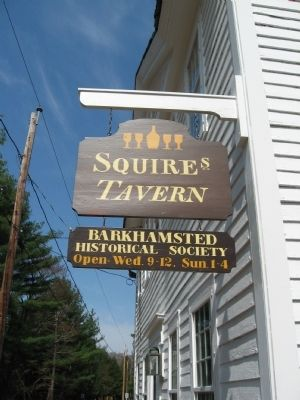 Squire's Tavern Sign image. Click for full size.