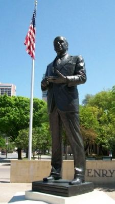 Congressman Henry B. Gonzalez Statue image. Click for full size.