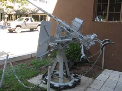 World War II U.S. Navy 20m.m. Anti-Aircraft Gun - Side View image. Click for full size.