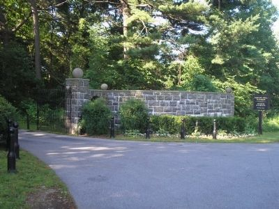 Bartow – Pell Mansion Front Gates image. Click for full size.