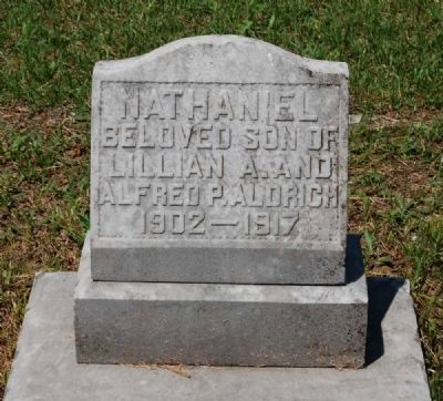 Nathaniel Aldrich Tombstone image. Click for full size.