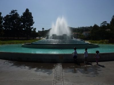 Mulholland Fountain Photo, Click for full size