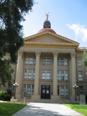 Bee County Courthouse image. Click for full size.