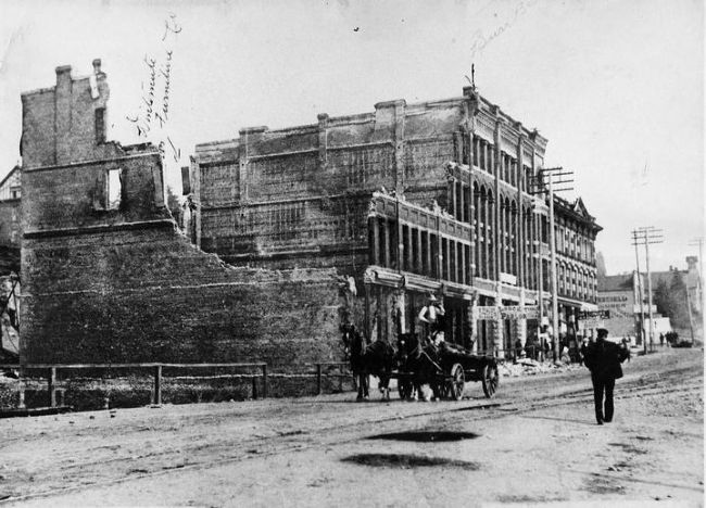 The Burr Block and Queens Hotel after the Great Fire of 1898 image. Click for full size.