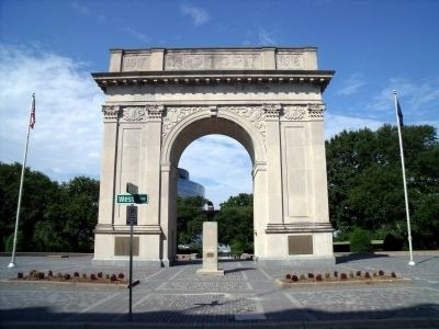 Newport News Victory Arch (front) image. Click for full size.