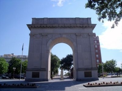 Newport News Victory Arch (rear) image. Click for full size.
