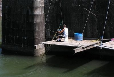 Modern Day Fishing on the Columbia River image. Click for full size.