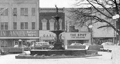 Robert Anderson Memorial Fountain<br>Courthouse Square Photo, Click for full size