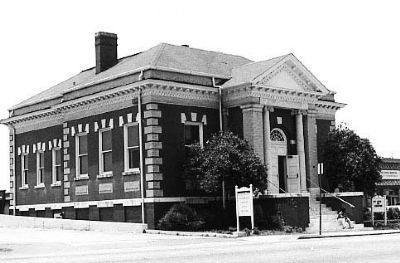 Carnegie Library Building<br>405 North Main Street image. Click for full size.