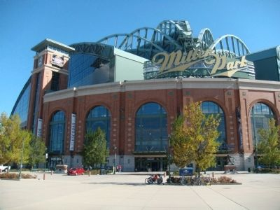 Miller Park, Home of the Milwaukee Brewers image. Click for full size.
