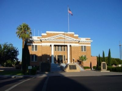 Graham County Courthouse image. Click for full size.
