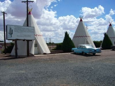 Wigwam Village #6 Marker and Wigwam Motel Rooms image. Click for full size.