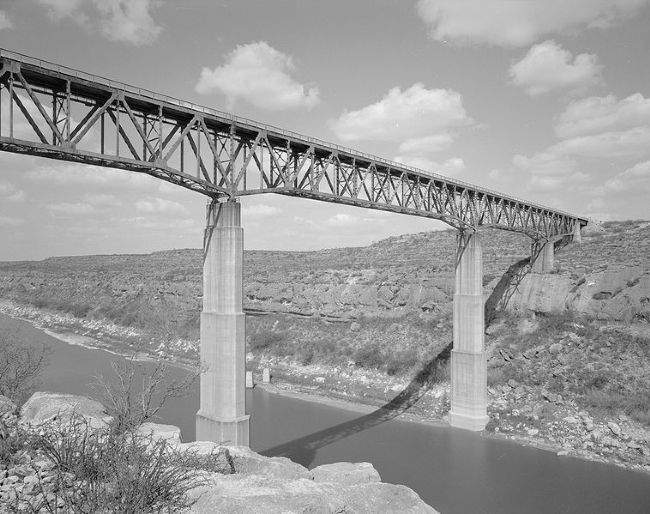 Pecos High Railroad Bridge, opened 1944 image. Click for full size.