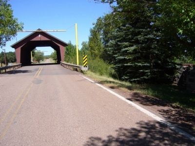 The Mauretta B. Thomas Pinedale Memorial Bridge image. Click for full size.