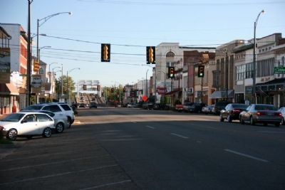 Looking South Along Broad Street (U.S. Highway 80) image. Click for full size.