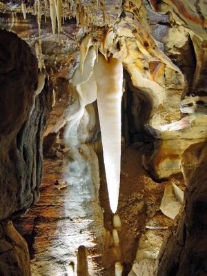 The Crystal King in Ohio Caverns image. Click for full size.