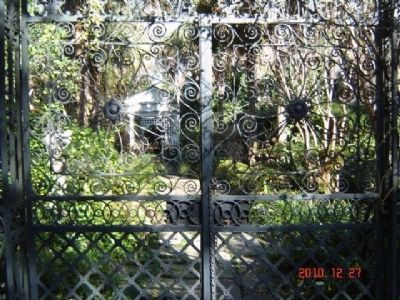 Harth-Middleton Garden Gates image. Click for full size.