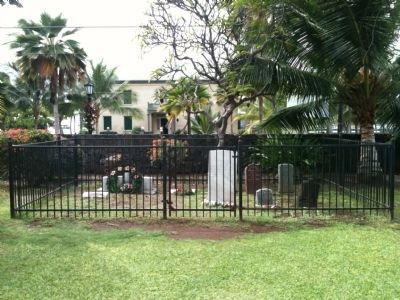 Small Cemetery in front of Moku'aikaua Church Photo, Click for full size
