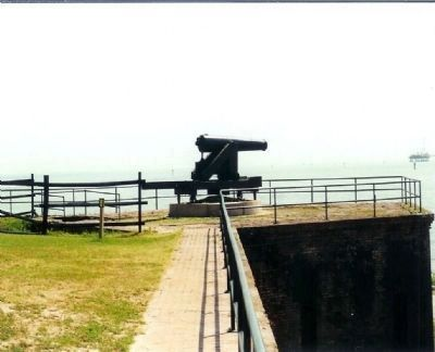 Fort Gaines cannon image. Click for full size.