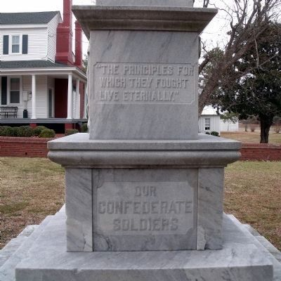 UDC Monument (front) Photo, Click for full size