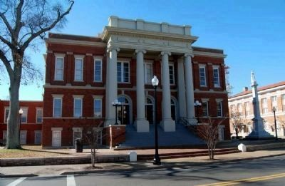 Forrest County Courthouse<br>and Confederate Monument Photo, Click for full size