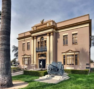 Veteran's Memorial Building, Hanford CA Photo, Click for full size