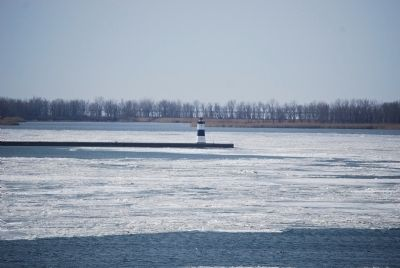 Erie Pierhead Light image. Click for full size.