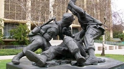 Lao Hmong American War Memorial Statue Photo, Click for full size