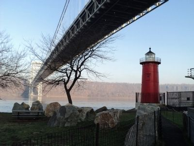 Jeffrey�s Hook Light and the George Washington Bridge Photo, Click for full size