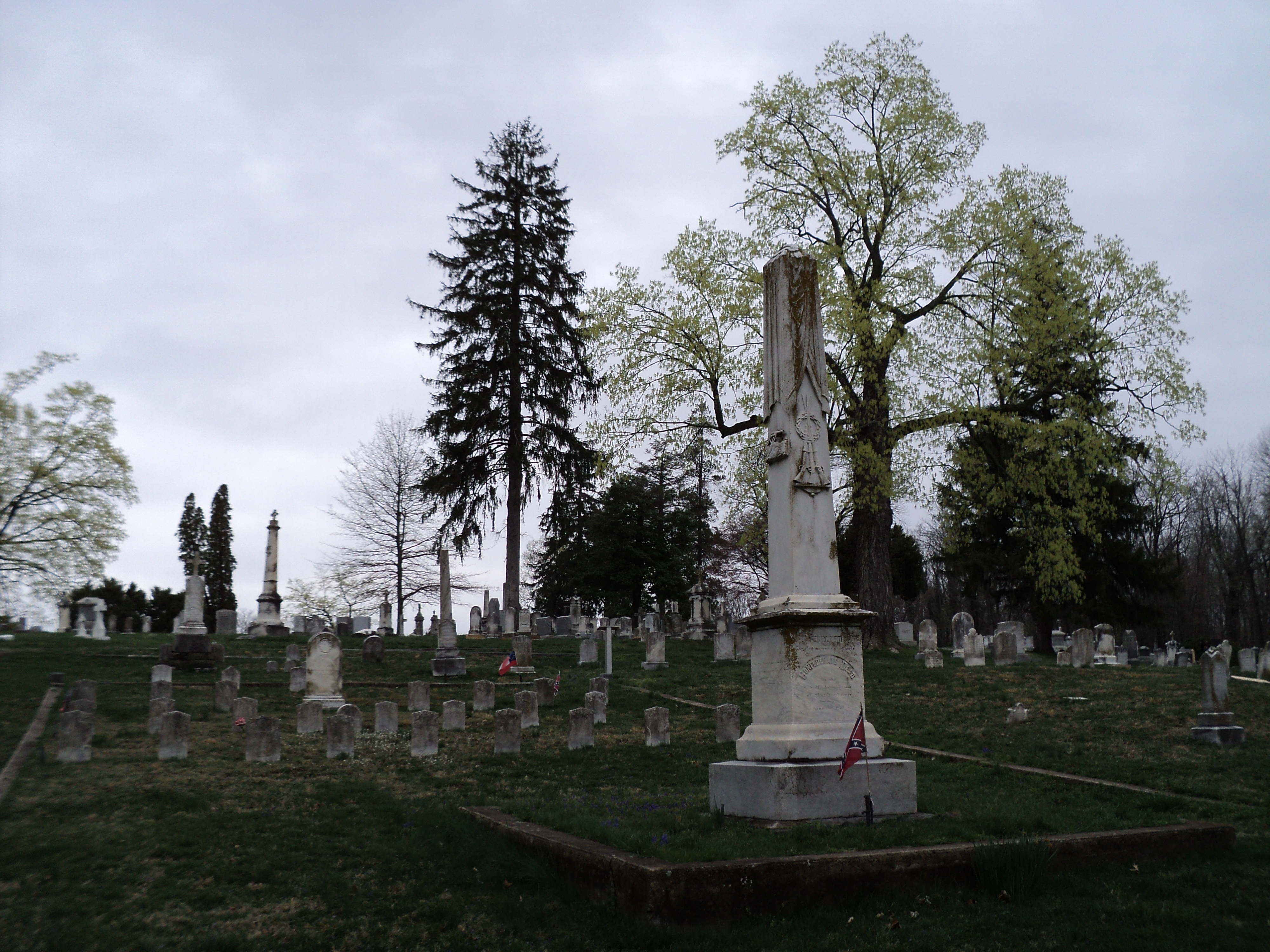 Confederate Graves in Elmwood Cemetery