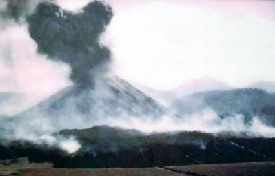 Par�cutin Volcano Photo on Marker image. Click for full size.