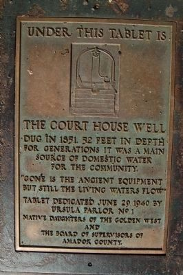The Court House Well Marker image. Click for full size.
