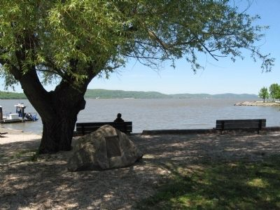 Willow Point Marker and the Hudson River image. Click for full size.