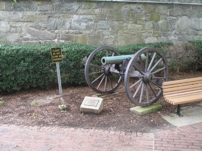 Howitzer at Fort Monroe image. Click for full size.